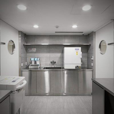 5-設備完善且清潔的手術器械消毒室